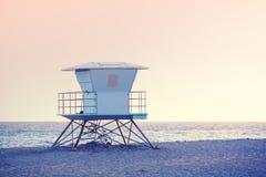Αυξήθηκε χαλαζίας και το χρώμα ηρεμίας τόνισε την εικόνα ενός lifeguard towe Στοκ Εικόνες