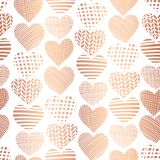 Αυξήθηκε χρυσό άνευ ραφής διανυσματικό σχέδιο μορφής καρδιών φύλλων αλουμινίου Αφηρημένες κατασκευασμένες καρδιές χαλκού στο άσπρ απεικόνιση αποθεμάτων