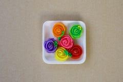 Αυξήθηκε snack τριαντάφυλλα γλυκό κόκκινο τροφίμων κίτρινος στοκ φωτογραφίες