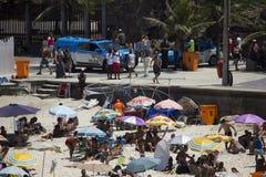 Αυξήσεις PMERJ που αστυνομεύουν στις παραλίες του Ρίο με τον έλεγχο του φορτηγού Στοκ φωτογραφία με δικαίωμα ελεύθερης χρήσης