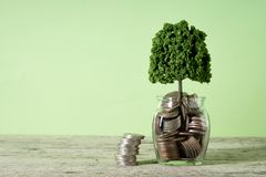 Αυξανόμενες επιχειρησιακές έννοιες χρημάτων αποταμίευσης στοκ εικόνες με δικαίωμα ελεύθερης χρήσης