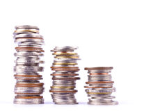 Αυξανόμενος τη γραφική παράσταση χρημάτων σε μια σειρά του νομίσματος στην άσπρη επιχείρηση χρηματοδότησης υποβάθρου που απομονών στοκ εικόνες με δικαίωμα ελεύθερης χρήσης
