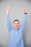 Αυξημένα άτομο χέρια επάνω Παραγωγή της χειρονομίας νίκης Στοκ Φωτογραφίες