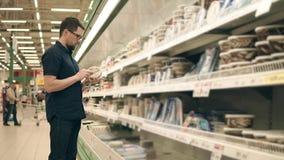 Αυξημένα παντοπωλεία αγοράς ατόμων απόθεμα βίντεο