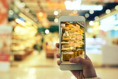 Αυξημένη πραγματικότητα App σε λειτουργία Στοκ φωτογραφία με δικαίωμα ελεύθερης χρήσης