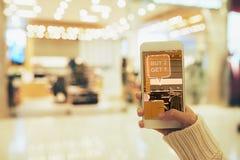Αυξημένη πραγματικότητα App στην εργασία Στοκ φωτογραφία με δικαίωμα ελεύθερης χρήσης