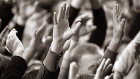Αυξημένος επάνω σε έναν άνθρωπο δίνει στο γεγονός στοκ εικόνα με δικαίωμα ελεύθερης χρήσης