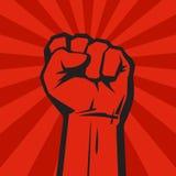 Αυξημένο χέρι με τη σφιγγμένη πυγμή στο υπόβαθρο grunge με τις ακτίνες ήλιων διάνυσμα Στοκ εικόνα με δικαίωμα ελεύθερης χρήσης