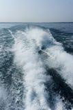 Αυστηρά κύματα βαρκών Στοκ φωτογραφία με δικαίωμα ελεύθερης χρήσης