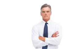 Αυστηρός επιχειρηματίας με τα διασχισμένα όπλα Στοκ Φωτογραφία