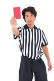 Αυστηρός διαιτητής που παρουσιάζει κόκκινη κάρτα Στοκ εικόνες με δικαίωμα ελεύθερης χρήσης