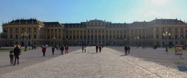 Αυστρία  Βιέννη  Στις 21 Οκτωβρίου 2018  Μπροστινή πλευρά του παλατιού ή του Schloss Schoenbrunn, αυτοκρατορική θερινή κατοικία S στοκ εικόνες