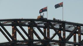 Αυστραλιανές σημαίες στη λιμενική γέφυρα του Σίδνεϊ απόθεμα βίντεο