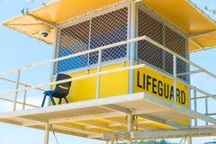 Αυστραλιανός πύργος lifeguard στον παράδεισο Surfers, QLD, Αυστραλία στοκ φωτογραφίες