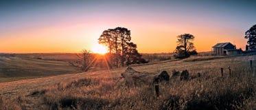 Αυστραλιανά - αγρόκτημα στο ηλιοβασίλεμα Στοκ Εικόνες