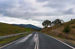 Αυστραλιανός αγροτικός δρόμος τη συννεφιάζω ημέρα Στοκ Φωτογραφία