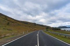 Αυστραλιανός αγροτικός δρόμος τη συννεφιάζω ημέρα Στοκ φωτογραφία με δικαίωμα ελεύθερης χρήσης