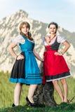 Αυστριακές γυναίκες στις Άλπεις Στοκ εικόνα με δικαίωμα ελεύθερης χρήσης