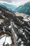 Αυστριακός δρόμος βουνών με τις κάμψεις στοκ εικόνες