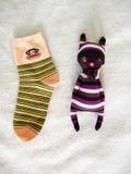 Κούκλα καπέλων γατών που γίνεται από τις κάλτσες Στοκ φωτογραφίες με δικαίωμα ελεύθερης χρήσης