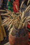 Αυτιά της σίκαλης σε μια κανάτα αργίλου στοκ εικόνα με δικαίωμα ελεύθερης χρήσης