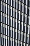 Παράθυρα του ψηλού κτιρίου, στο Βουκουρέστι, Ρουμανία Στοκ Εικόνα