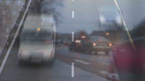 Αυτοκίνητα που οδηγούν προς τη κάμερα φιλμ μικρού μήκους