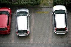 αυτοκίνητα που σταθμεύ&omicro στοκ φωτογραφία