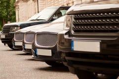 Αυτοκίνητα πολυτέλειας σε μια σειρά Στοκ Εικόνες