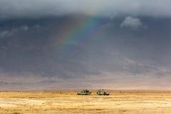 Αυτοκίνητα σαφάρι μέσα στον κρατήρα Ngorongoro Στοκ Εικόνες