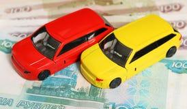 Αυτοκίνητα στα χρήματα Στοκ Εικόνες