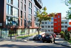 Αυτοκίνητα στην περιοχή Zverynas στο χρόνο φθινοπώρου πόλεων Vilnius Στοκ εικόνα με δικαίωμα ελεύθερης χρήσης