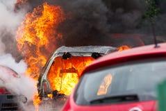Αυτοκίνητα στην πυρκαγιά στο Βουκουρέστι Στοκ φωτογραφίες με δικαίωμα ελεύθερης χρήσης