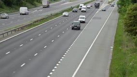 Αυτοκίνητα στον αυτοκινητόδρομο απόθεμα βίντεο