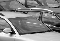 Αυτοκίνητα στο υπαίθριο σταθμό αυτοκινήτων Στοκ φωτογραφίες με δικαίωμα ελεύθερης χρήσης