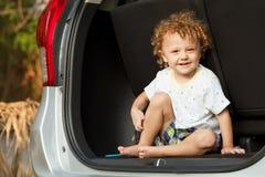 αυτοκίνητο αγοριών λίγα Στοκ εικόνες με δικαίωμα ελεύθερης χρήσης