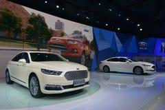 Αυτοκίνητο αιθουσών της Ford Taurus και υβριδικό αυτοκίνητο αιθουσών Mondeo Στοκ Φωτογραφία