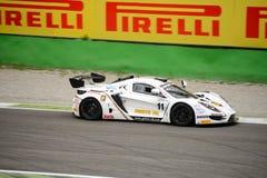 Αυτοκίνητο αμαρτίας R1 GT4 που συναγωνίζεται σε Monza Στοκ Φωτογραφίες