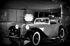 αυτοκίνητο αναδρομικό Στοκ Φωτογραφίες
