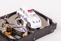Αυτοκίνητο ασθενοφόρων στο σκληρό δίσκο ή hdd - έννοια διάσωσης στοιχείων Στοκ Εικόνα