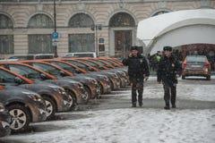 Αυτοκίνητο-διανομή - το άνοιγμα ενός νέου ενοικίου αυτοκινήτων υπηρεσιών ανά minut Στοκ εικόνες με δικαίωμα ελεύθερης χρήσης