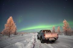 Αυτοκίνητο και βόρεια φω'τα Στοκ Φωτογραφίες