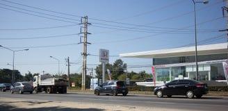 Αυτοκίνητο και κυκλοφορία στο δρόμο εθνικών οδών κοντά σε Juction Στοκ εικόνες με δικαίωμα ελεύθερης χρήσης