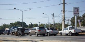 Αυτοκίνητο και κυκλοφορία στο δρόμο εθνικών οδών κοντά σε Juction Στοκ Φωτογραφία