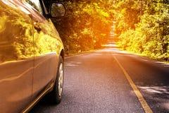 Αυτοκίνητο και ο δρόμος Στοκ εικόνα με δικαίωμα ελεύθερης χρήσης