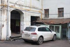Αυτοκίνητο κοντά στο σπίτι Yaroshenko στη Μόσχα Στοκ Φωτογραφία