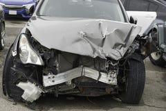 Αυτοκίνητο με μια μετωπική ζημία Στοκ Φωτογραφία