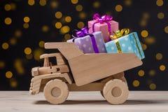 Αυτοκίνητο με τα δώρα Στοκ Εικόνες