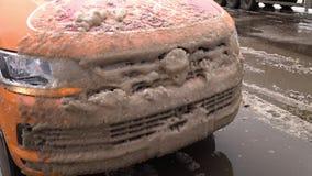 Αυτοκίνητο με το χιόνι σε το φιλμ μικρού μήκους