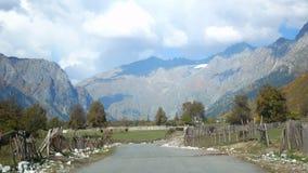 Αυτοκίνητο οδικών ορεινών χωριών φιλμ μικρού μήκους
